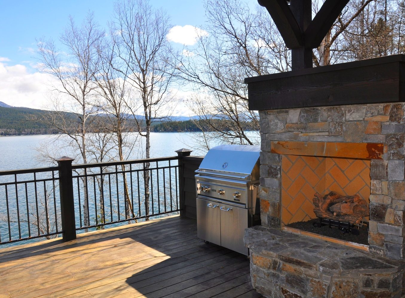 Outdoor+Fireplace+on+Deck+Overlooking+WF+Lake
